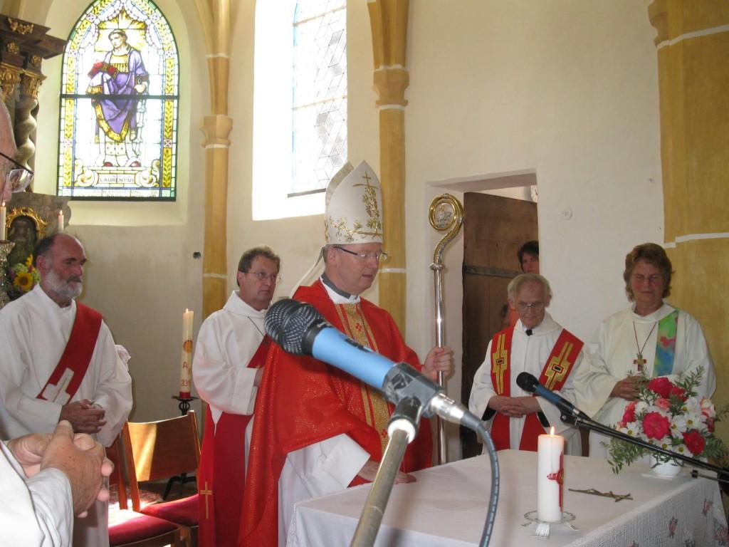 Bischof Benno Ebbs beim Festgottesdienst in der Pfarrkirche St. Radegund.